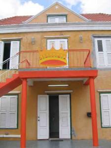 Oranje gevel Curaçao