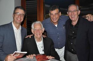 prof. Ashley Duits, Sergio Leon, huisarts Rob Spong en Leons voormalige collega Edgar Trapenberg tijdens de receptie.